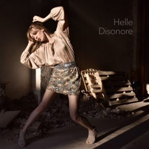 """Intervista a Helle, la giovane cantautrice parla del suo album """"Disonore"""" (helle cover disonore 300x300)"""